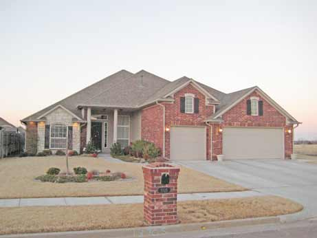 Homes for sale in moore ok with a 3 car garage moore ok for 3 car garage homes